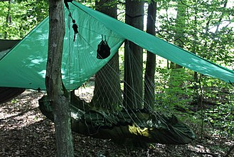 Hammock camping - A 90 degree hammock with suspension on the long sides