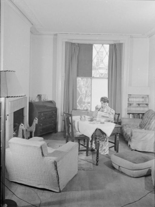 A Day in the Life of a Wartime Housewife- Everyday Life in London, England, 1941 D2358