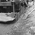 Aanleg en verbeteren van wegen, dijken en spaarbekken, landbouwwegen, spreidmach, Bestanddeelnr 161-0787.jpg