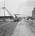 Aanleg en verbeteren van wegen, dijken en spaarbekken, stabilisatie, arbeiders, , Bestanddeelnr 161-1209.jpg