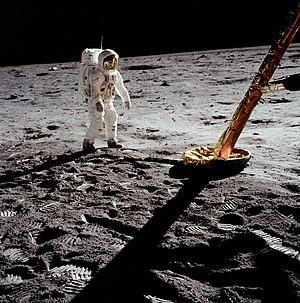 Aldrin vicino al Modulo Lunare (LM)
