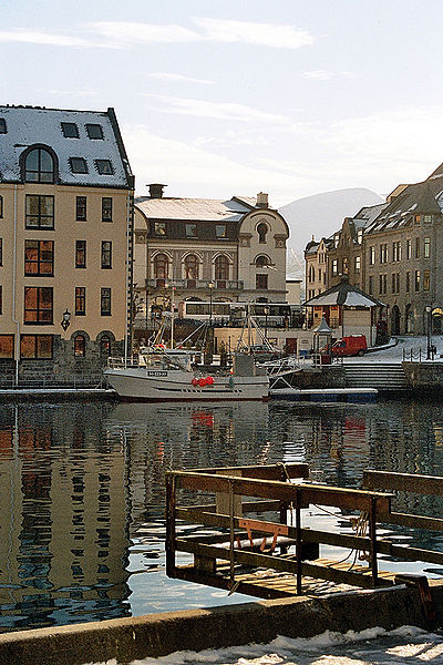 File:Alesund harbour.jpg