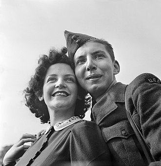War bride - A US serviceman and a British girl in Bournemouth, England, 1941.