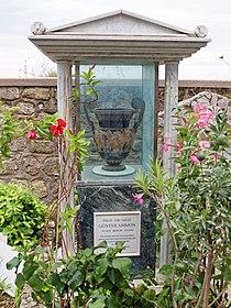 Ammons grave Capri.jpg
