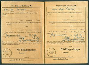 Amtsdokument Paul Fischer 1942-10-14 Hauptmann Nationalsozialistisches Fliegerkorps NSFA Flugbuch Nr. NSFK-Formblatt 602 Ap. A III. 5.38-7.40 Seite 06 und 07 Prüfung A B.jpg
