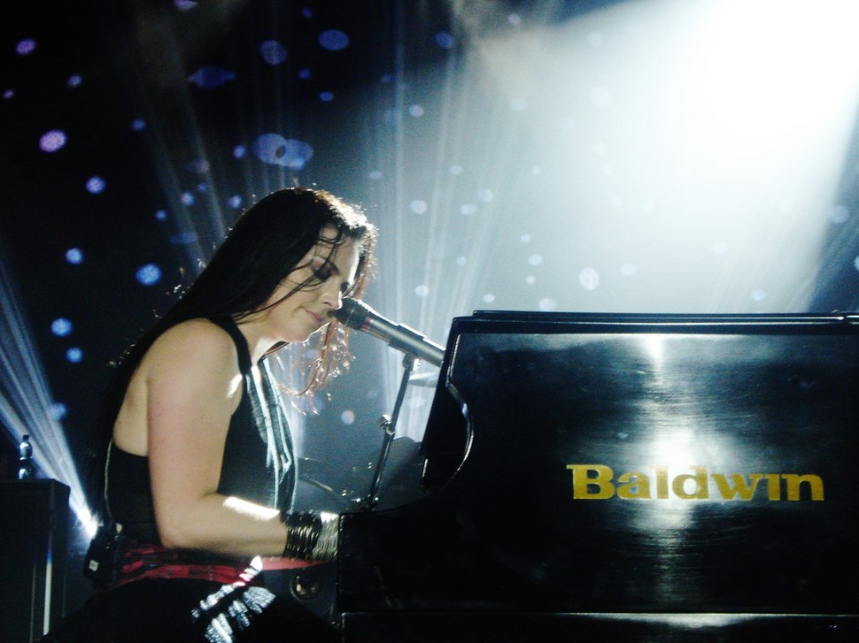 Amy Lee 2011 Evanescence concert 10-25-11