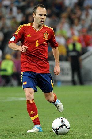 2012 FIFA Ballon d'Or - Image: Andrés Iniesta Euro 2012 vs France 02