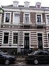 foto van Blok van vier herenhuizen met hekwerken, gebouwd in eclectische stijl met neorenaissance-invloeden