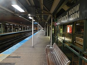 Ashland station (CTA Green and Pink Lines) - Image: Ashland Station 2015