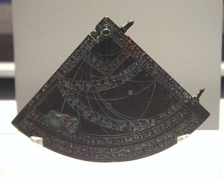 système de pointage pour canon XVe ? ( Quadrant d'artillerie, clinomètre )  755px-Astrolabe_quadrant_England_1388