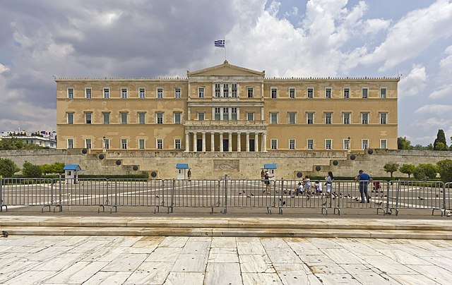 https://upload.wikimedia.org/wikipedia/commons/thumb/9/98/Attica_06-13_Athens_09_Parliament.jpg/640px-Attica_06-13_Athens_09_Parliament.jpg