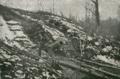 Aus den Kämpfen um Verdun; Das von den deutschen Truppen eroberte Conflans-Geschütz, ein Marinegeschütz, mit dem die Franzosen ein Jahr lang den Bahnhof von Conflans vergeblich beschossen.png