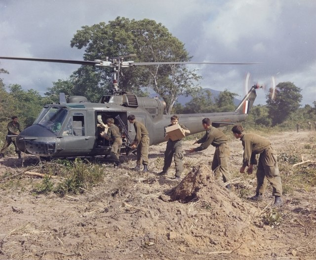 Australian soldiers unloading rations from a 9 Squadron helicopter in 1967