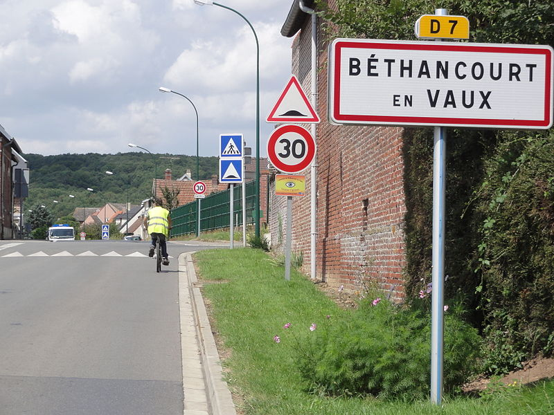 Béthancourt-en-Veaux (Aisne) city limit sign