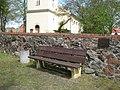 Bank mit kirchlichen Beistand - panoramio.jpg