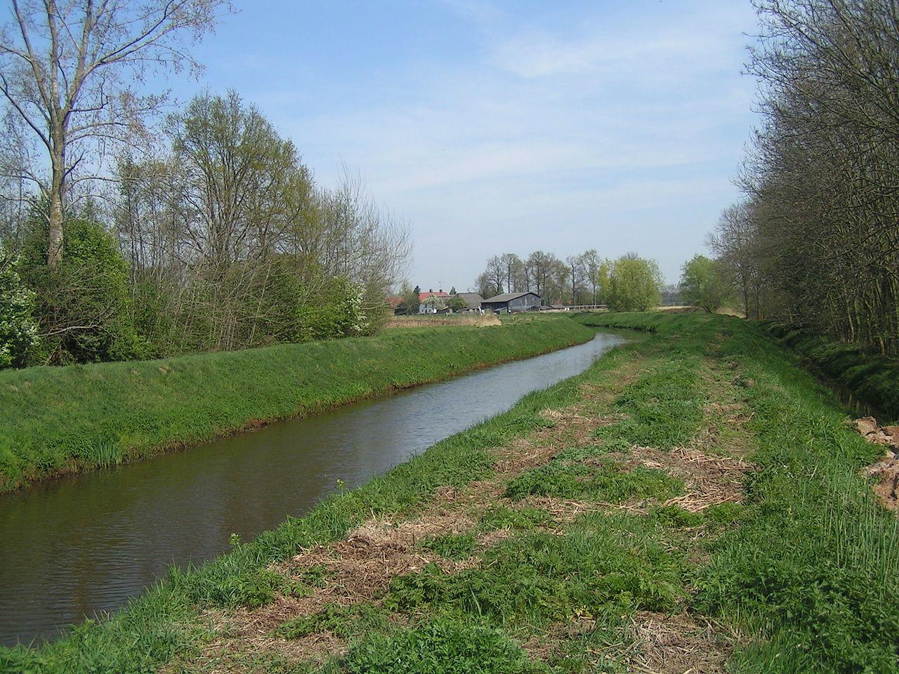 Gekanaliseerde Leijgraaf op de grens van Heeswijk-Dinther en Middelrode