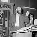Bijeenkomst in een jesjiva (Talmoedschool). Een rabbijn geeft uitleg aan de leer, Bestanddeelnr 255-3046.jpg