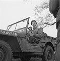 Bijzondere versiering aan de jeep van de prins, Bestanddeelnr 900-2551.jpg