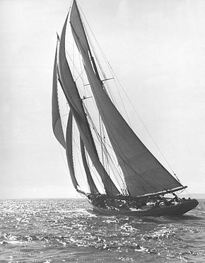 Bluenose Sails Away - 1921.jpg