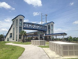 Tri-Rail - Boca Raton's Tri-Rail station, an example of the mid-2000s rebuilt that includes double track platforms and a pedestrian overpass