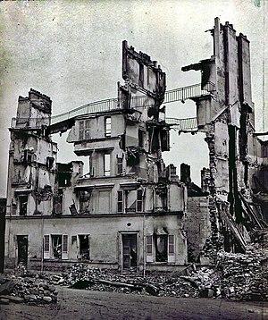 Hausruine in Saint-Cloud, Fotoaufnahme zur Dokumentation der Kriegsschäden, um 1871 im Pariser Atelier von Adolphe Braun entwickelt
