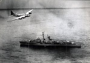 Brazilian Boeing B-17 flies over the French destroyer Tartu (D636) during the 1963 Lobster War.jpg