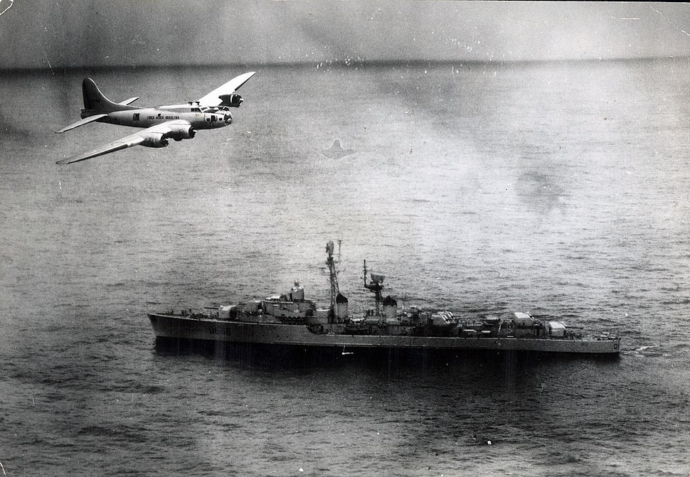 Brazilian Boeing B-17 flies over the French destroyer Tartu (D636) during the 1963 Lobster War