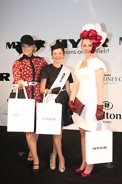 File:Brittney McGlone & Aimee La Rocca & Jacinda Webster at 2012 BMW Sydney Carnival.jpg
