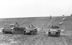 Bundesarchiv Bild 101I-218-0504-36, Russland-Süd, Panzer III, Schützenpanzer, 24.Pz.Div..jpg