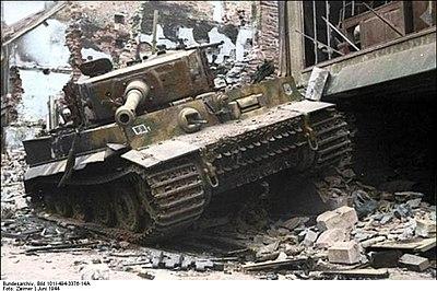 Bundesarchiv Bild 101I-494-3376-14A, Villers-Bocage, zerstörter Panzer VI (Tiger I) Recolored.jpg