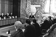 Bundesarchiv Bild 183-1989-1024-035, Berlin, Staatsratsitzung, Egon Krenz