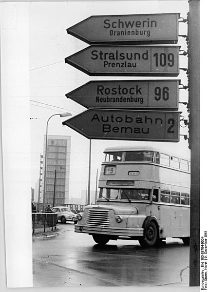 file bundesarchiv bild 183 88704 0004 berlin alexanderplatz bus wikimedia. Black Bedroom Furniture Sets. Home Design Ideas