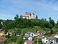 Burg Waldburg über Dorf Waldburg - panoramio.jpg