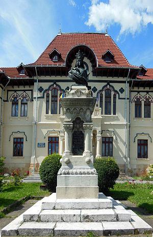 Câmpulung - The statue of Negru Vodă
