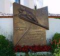 Buwi Brandl Denkmal - panoramio.jpg