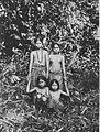 COLLECTIE TROPENMUSEUM Portret van Dajak meisjes Borneo TMnr 60045274.jpg