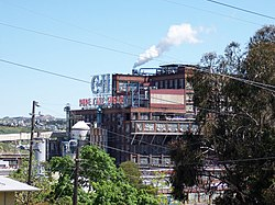 C and H Sugar Refinery April 16 2006.jpg