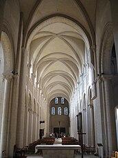 Caen abbayeauxdames nef depuischoeur.jpg