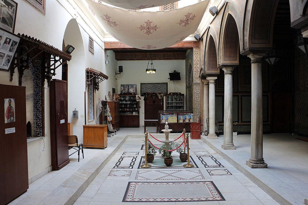 Cairo, chiesa sospesa, atrio 01.JPG