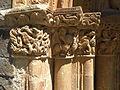 Capiteles entrada iglesia románica Piasca.jpg