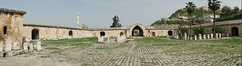 File:Caravanserai of Qalat el-Mudiq 01.jpg