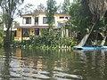 Casa a orillas de un canal, Xochimilco. - panoramio.jpg