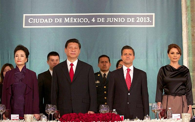 Cena de Estado que en honor del Excmo. Sr. Xi Jinping, Presidente de la Rep%C3%BAblica Popular China, y de su esposa, Sra. Peng Liyuan (8959188037).jpg