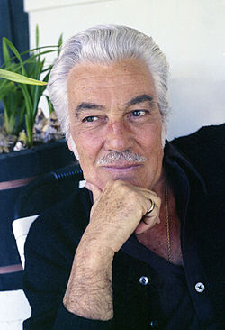 Cesar Romero i sitt hem i Hollywood, Kalifornien, 1973