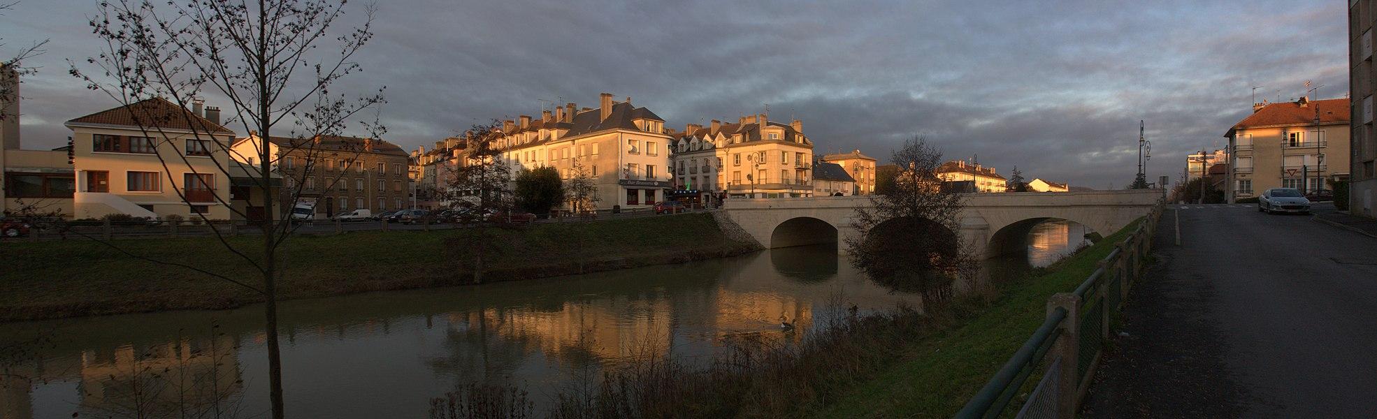 La Fausse Marne et le pont sur la Fausse Marne à Château-Thierry.