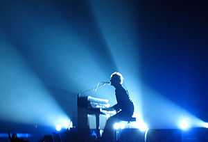 "The Scientist (song) - Chris Martin playing ""The Scientist"" on his piano during the band's 2005 Twisted Logic Tour"