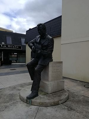 Christie Hennessy - Hennessy's statue in Tralee