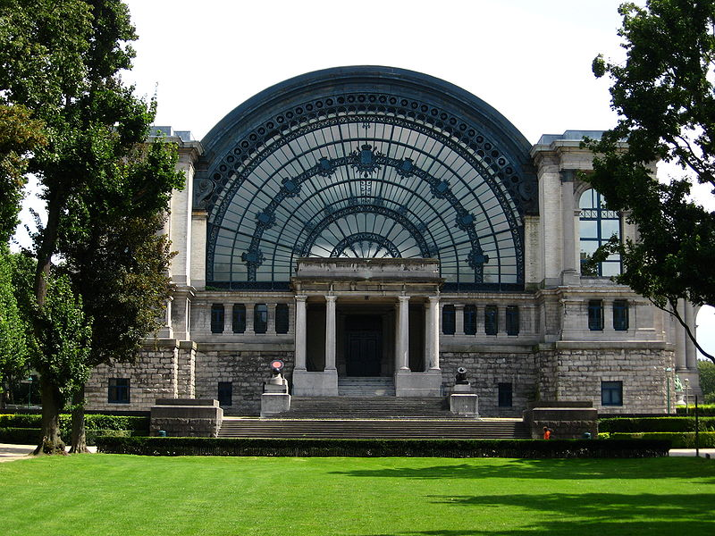 The enterance to the North Hall of the Cinquantenaire complex in Brussels.