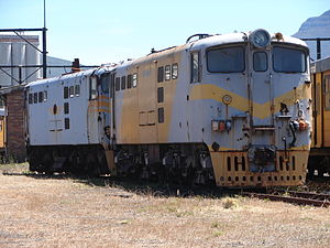 South African Class 5E, Series 3 - Image: Class 5E nos. E590 & E563