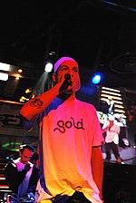 Clementino durante un'esibizione live nel 2007.